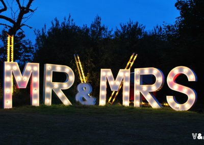 giant-light-up-mr-mrs-wedding-letters-for-hire-vowed-amazed