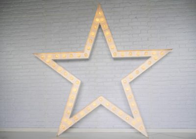 light-up-stars-props-for-hire-vowed-amazed-2