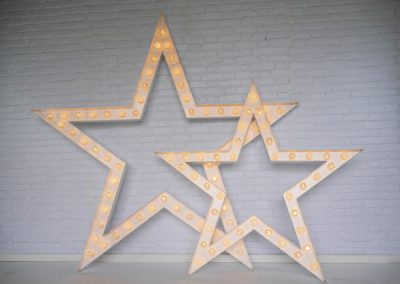 light-up-stars-props-for-hire-vowed-amazed-4