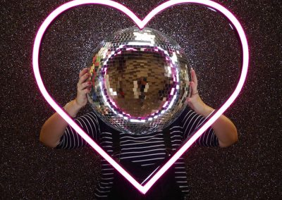 neon-heart-glitter-wall-backdrop-prop-hire-vowed-amazed-4